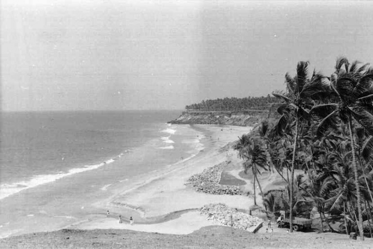 The Varkala sea cliff, notherly view. photo dtd.1978