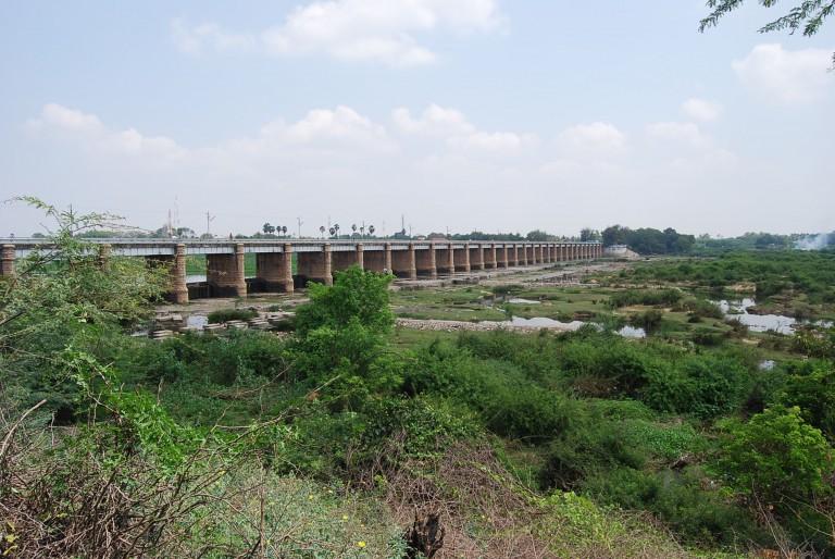 Check dam and road bridge. Thamirabarani R at Sankarankovil. View from the right bank.